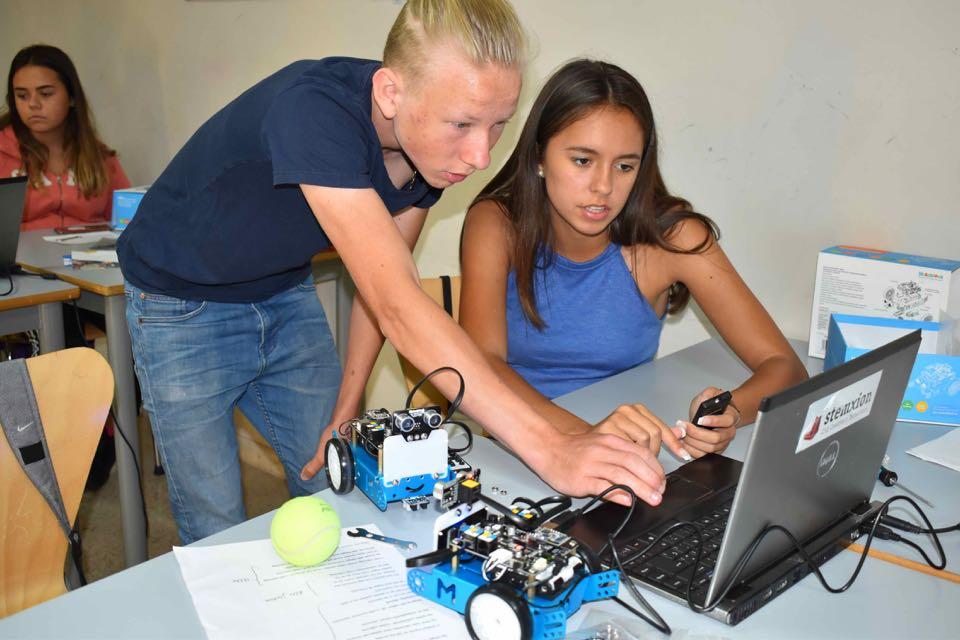 Vi bygger og programmerer roboter!