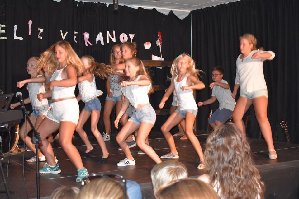 Møter sommeren med dans
